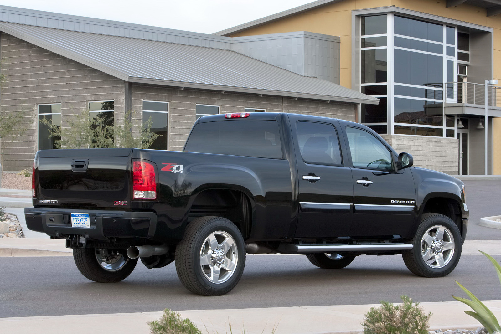 2010 GMC Sierra 2500HD - Information and photos - MOMENTcar