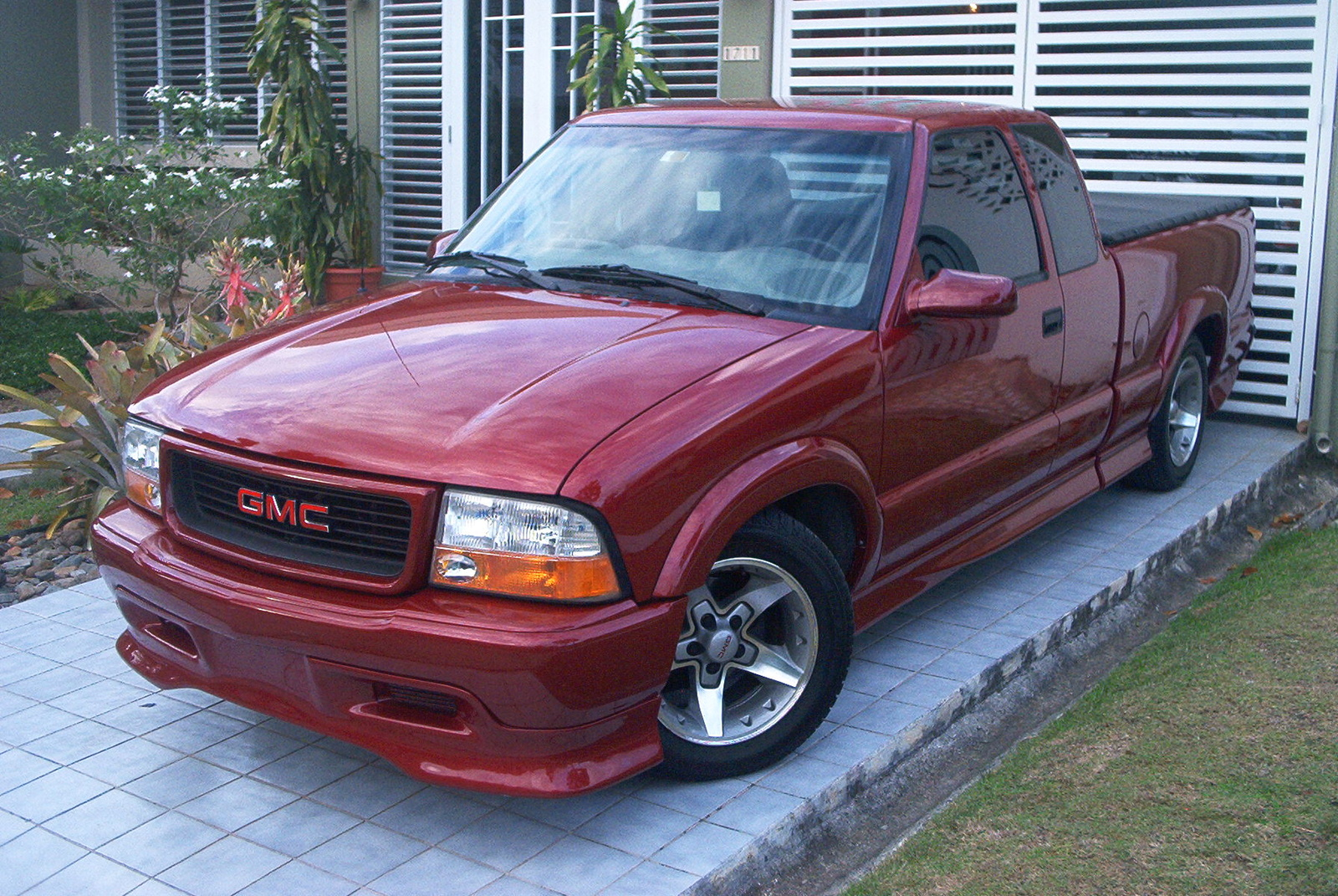 GMC Sonoma - Information and photos - MOMENTcar