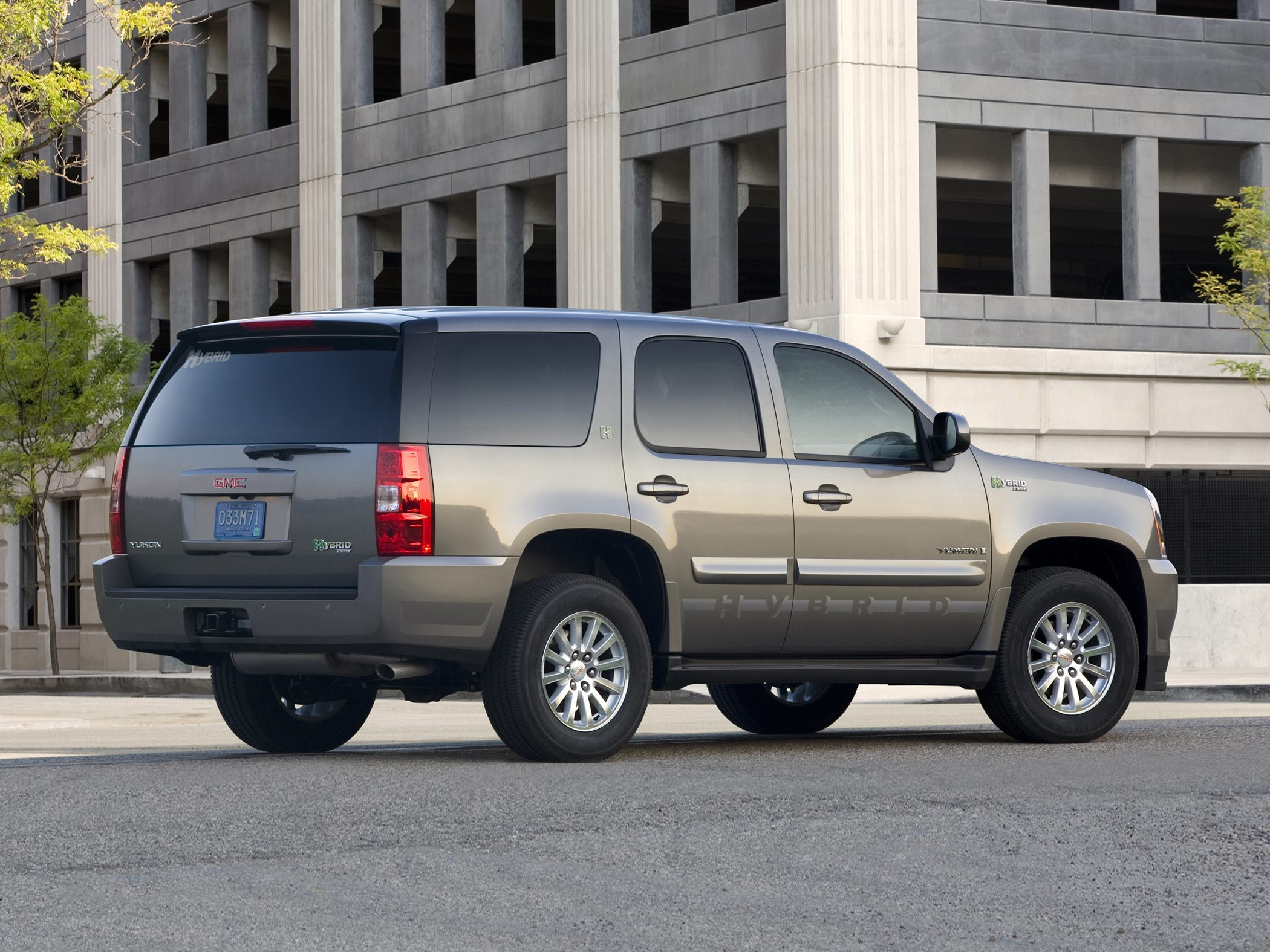 GMC Yukon Hybrid Base #12
