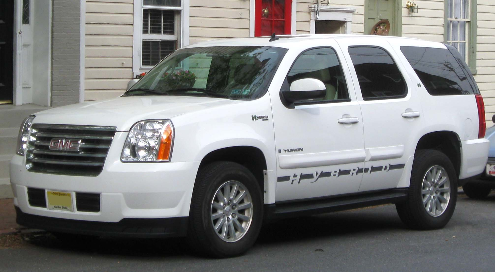 GMC Yukon Hybrid Base #13