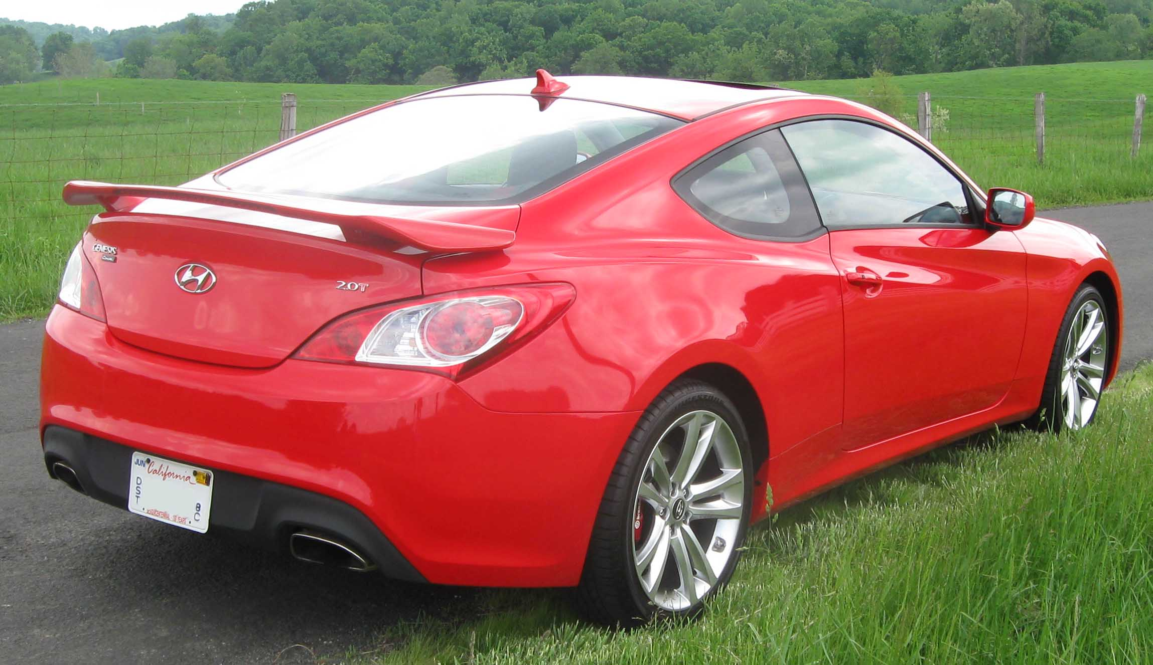 Hyundai Genesis Coupe Information and photos MOMENTcar