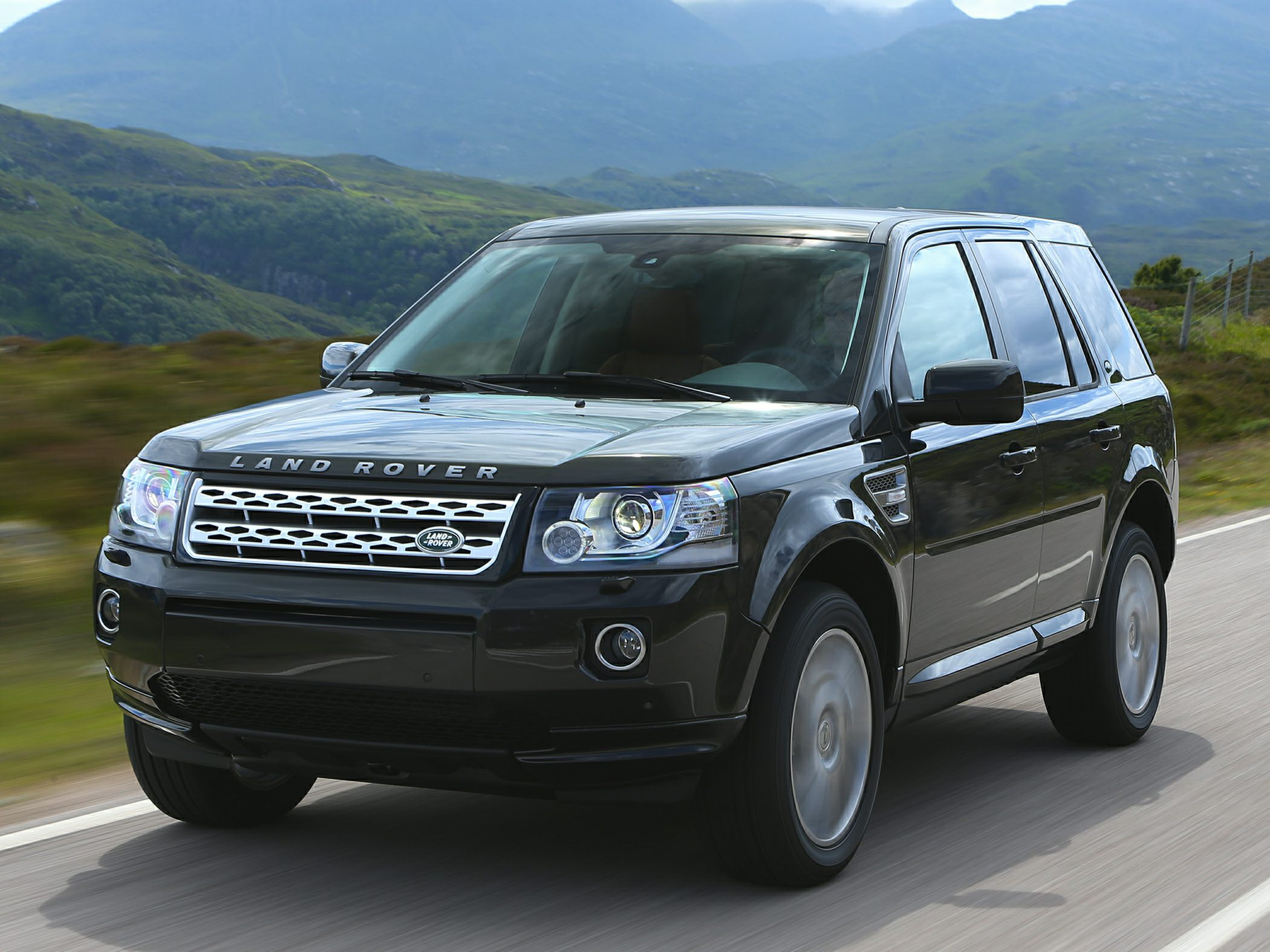 Land Rover LR2 Base #15