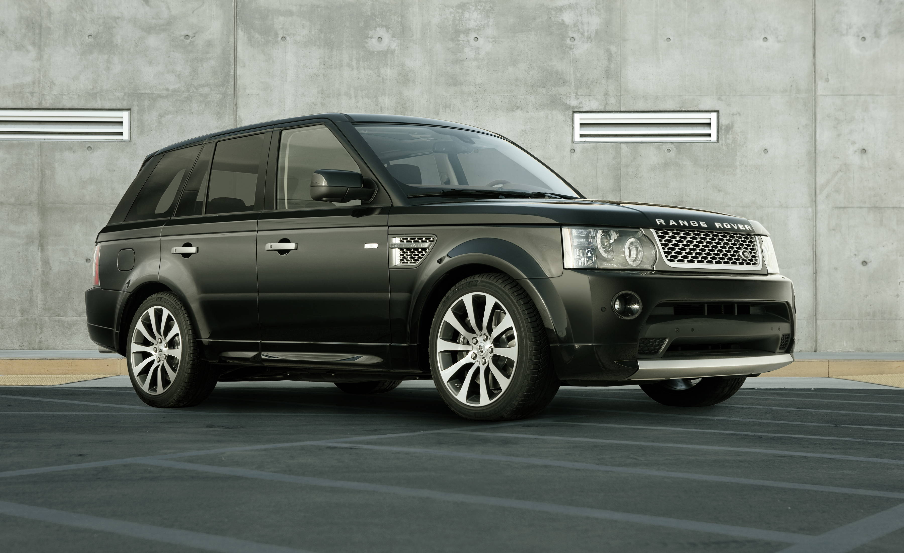land rover range rover sport information and photos. Black Bedroom Furniture Sets. Home Design Ideas