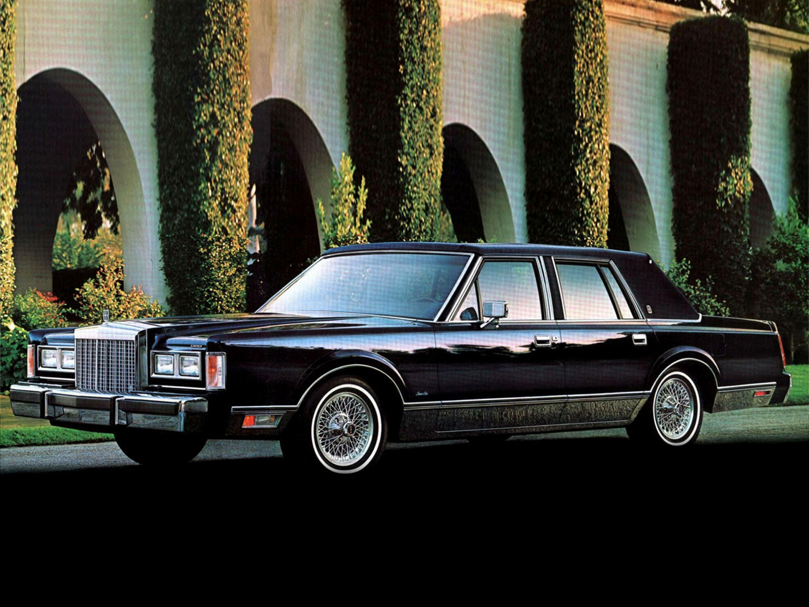 1981 Lincoln Town Car - Information And Photos