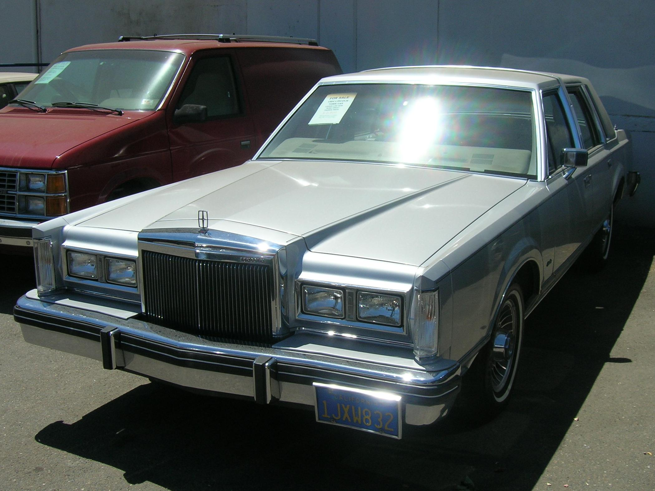 Lincoln Town Car 325px Image 4