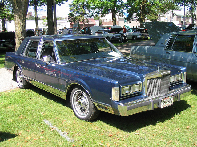 Lincoln Town Car 306px Image 7