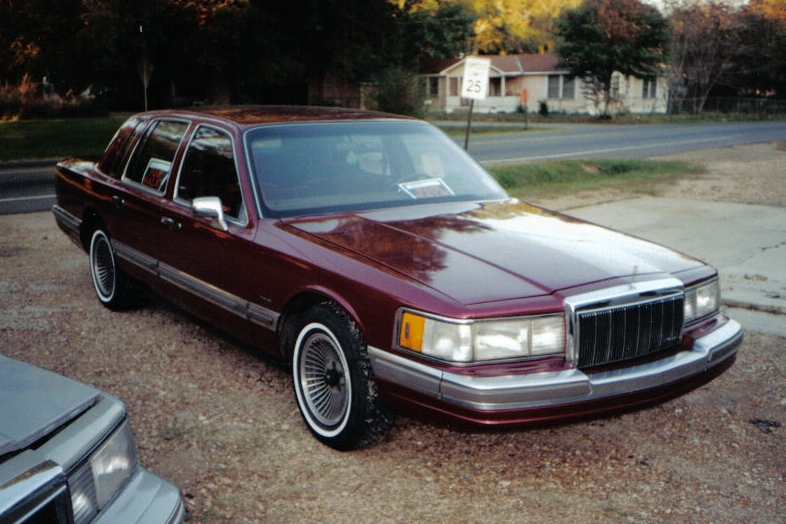 1990 Lincoln Town Car - Information And Photos