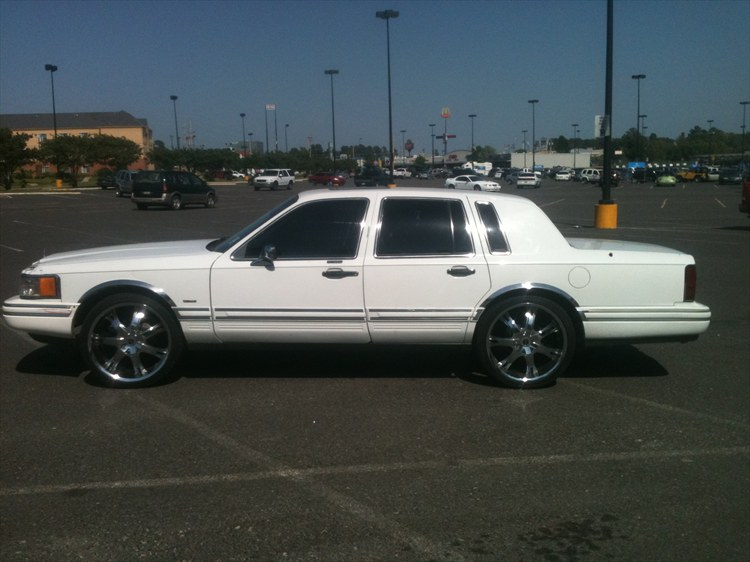 Lincoln Town Car 76px Image 9