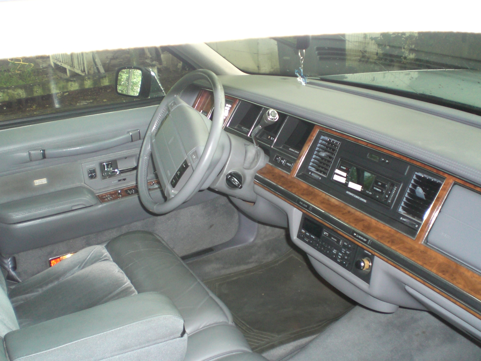 1994 lincoln town car information and photos momentcar. Black Bedroom Furniture Sets. Home Design Ideas