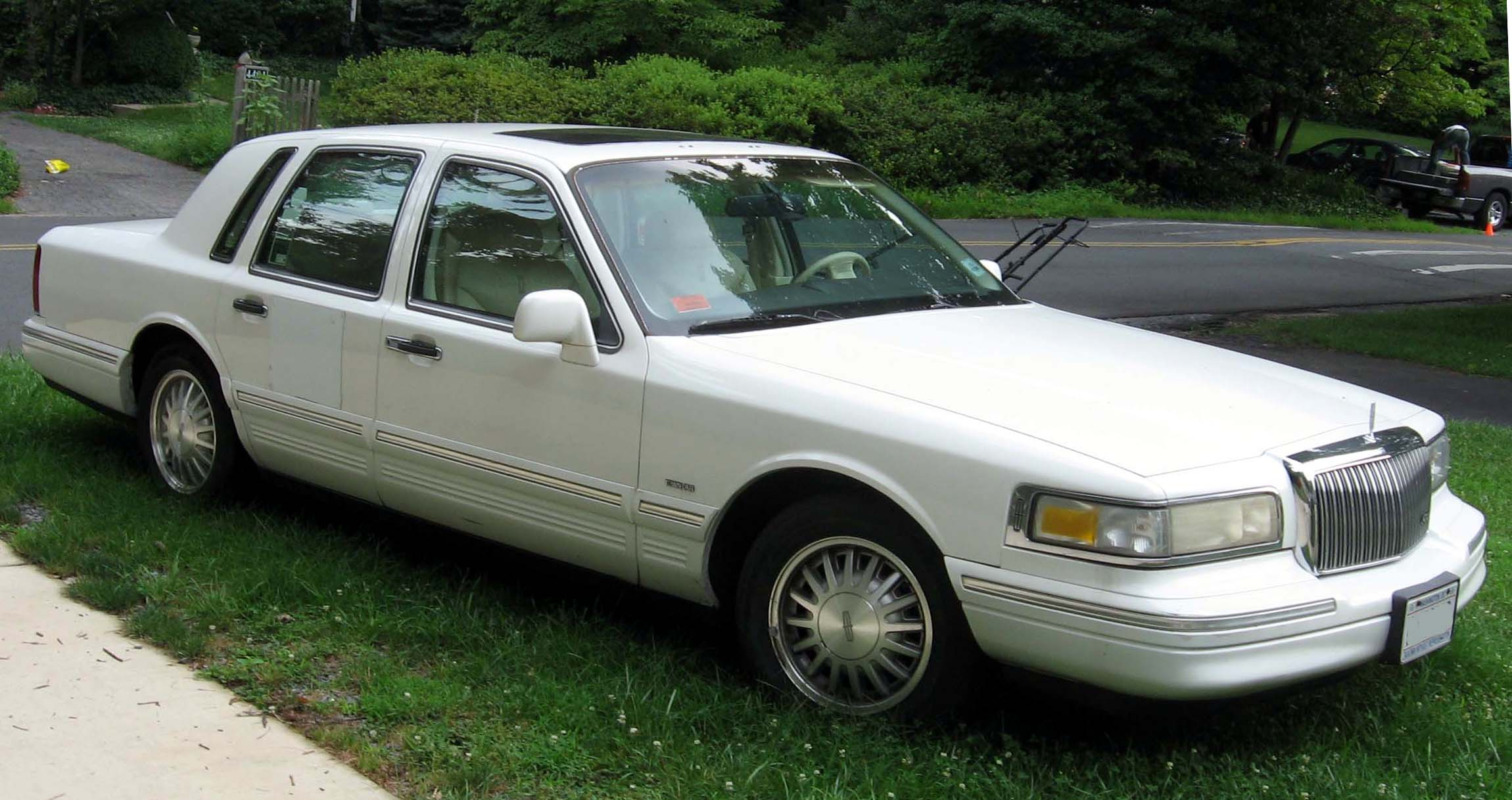 Lincoln Town Car 243px Image 1
