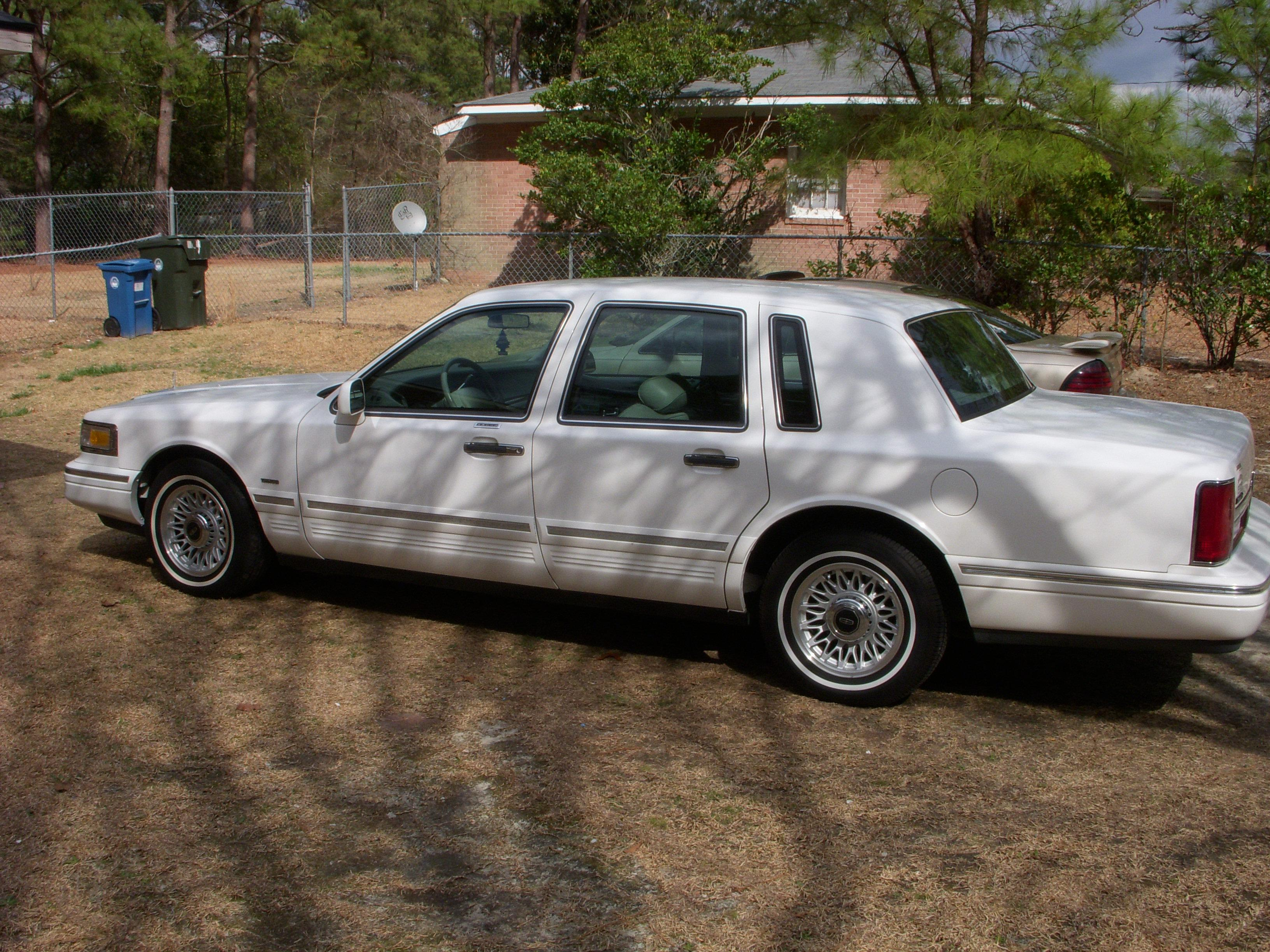 Lincoln Town Car 1309px Image 10