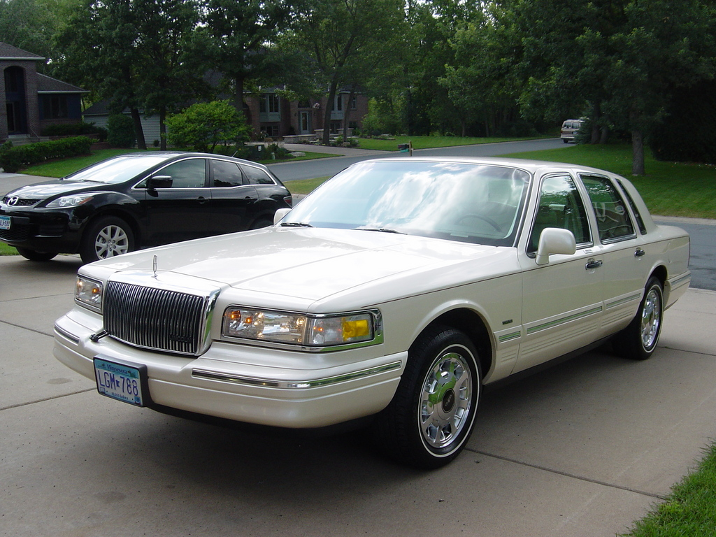 1997 Lincoln Town Car Information And Photos Momentcar
