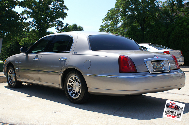 Lincoln Town Car 503px Image 3