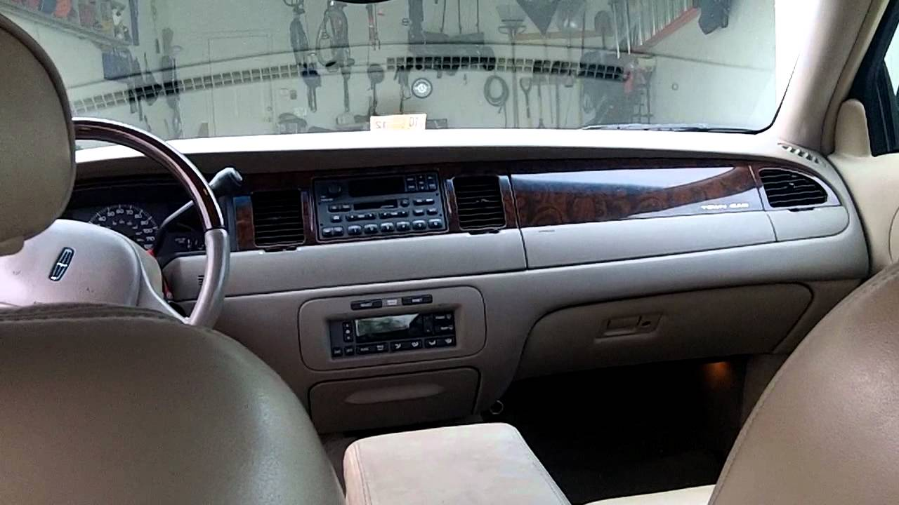 Lincoln Town Car 85px Image 6