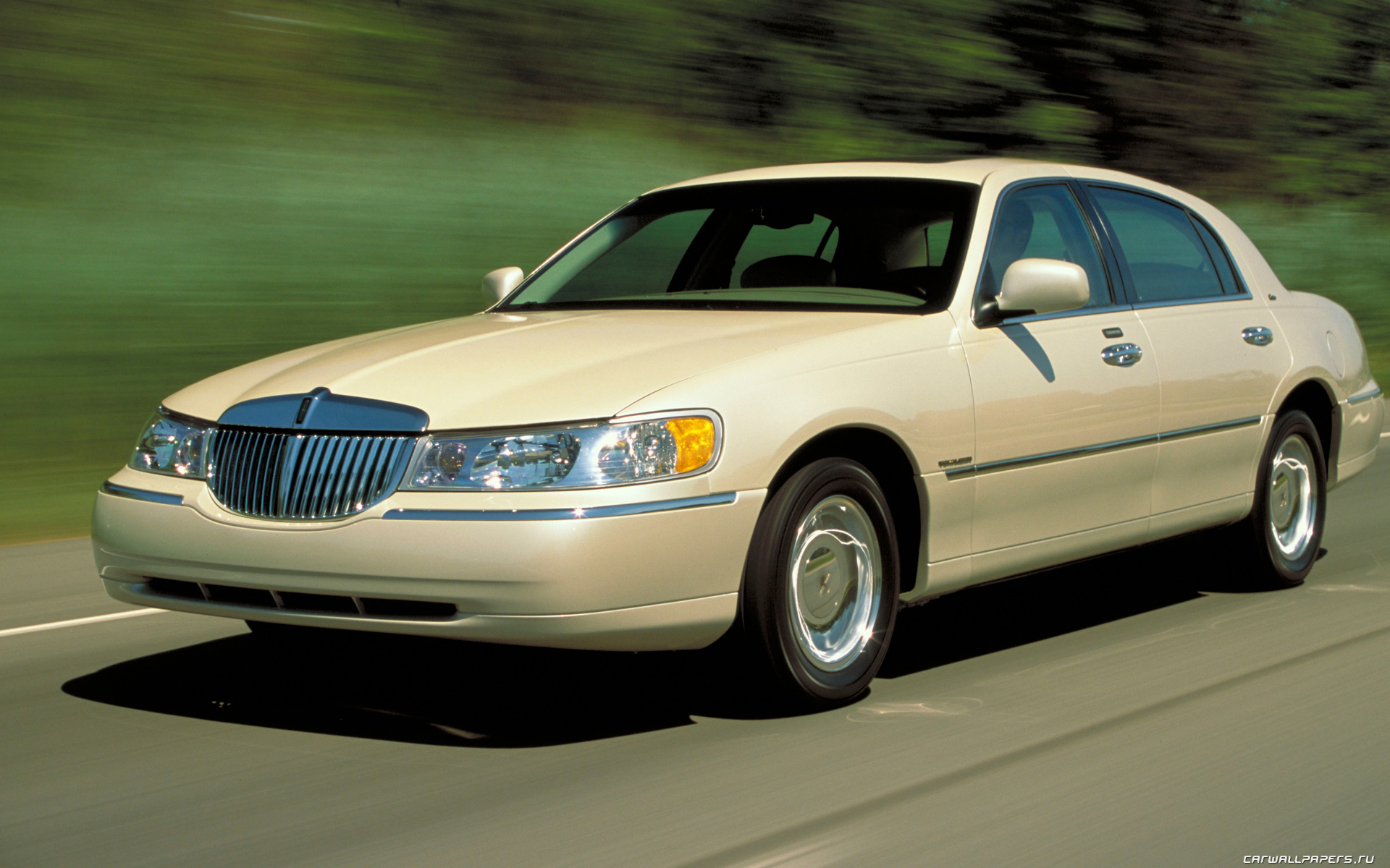2002 lincoln town car information and photos momentcar. Black Bedroom Furniture Sets. Home Design Ideas