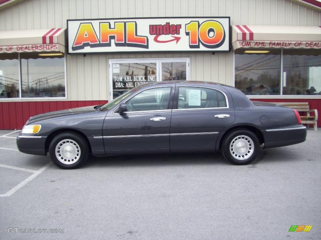 2002 Lincoln Town Car Information And Photos Momentcar