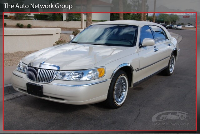 Lincoln Town Car 75px Image 9