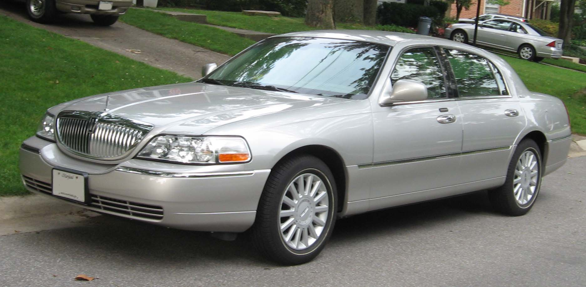 2003 lincoln town car information and photos momentcar. Black Bedroom Furniture Sets. Home Design Ideas