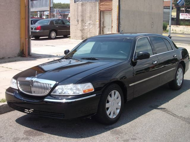 Lincoln Town Car 96px Image 9