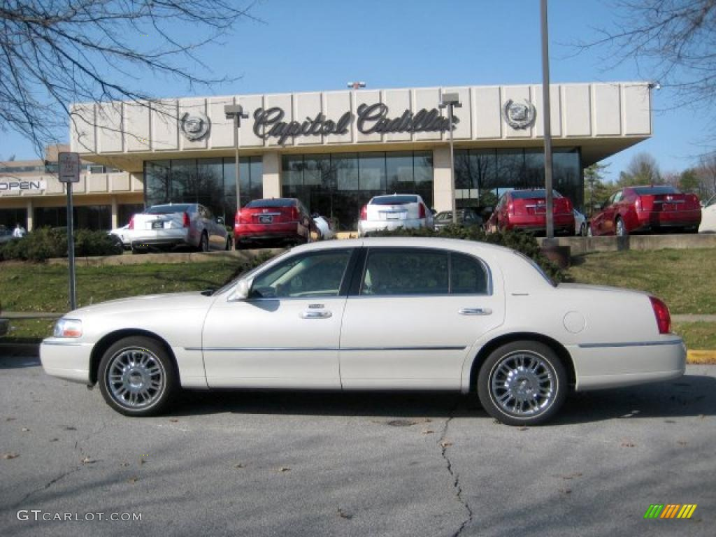 lincoln town car information and photos momentcar. Black Bedroom Furniture Sets. Home Design Ideas