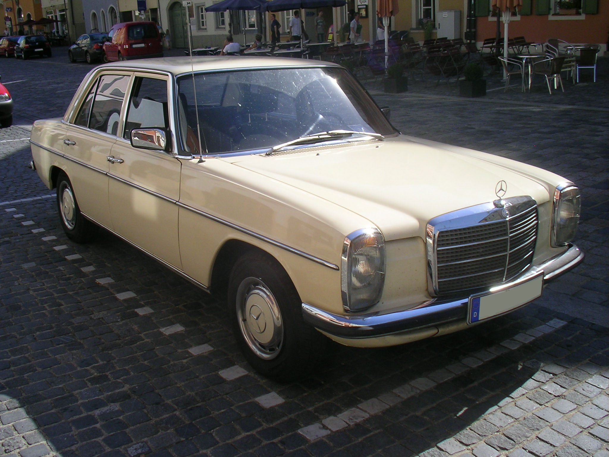 mercedes benz 200d information and photos momentcar. Black Bedroom Furniture Sets. Home Design Ideas
