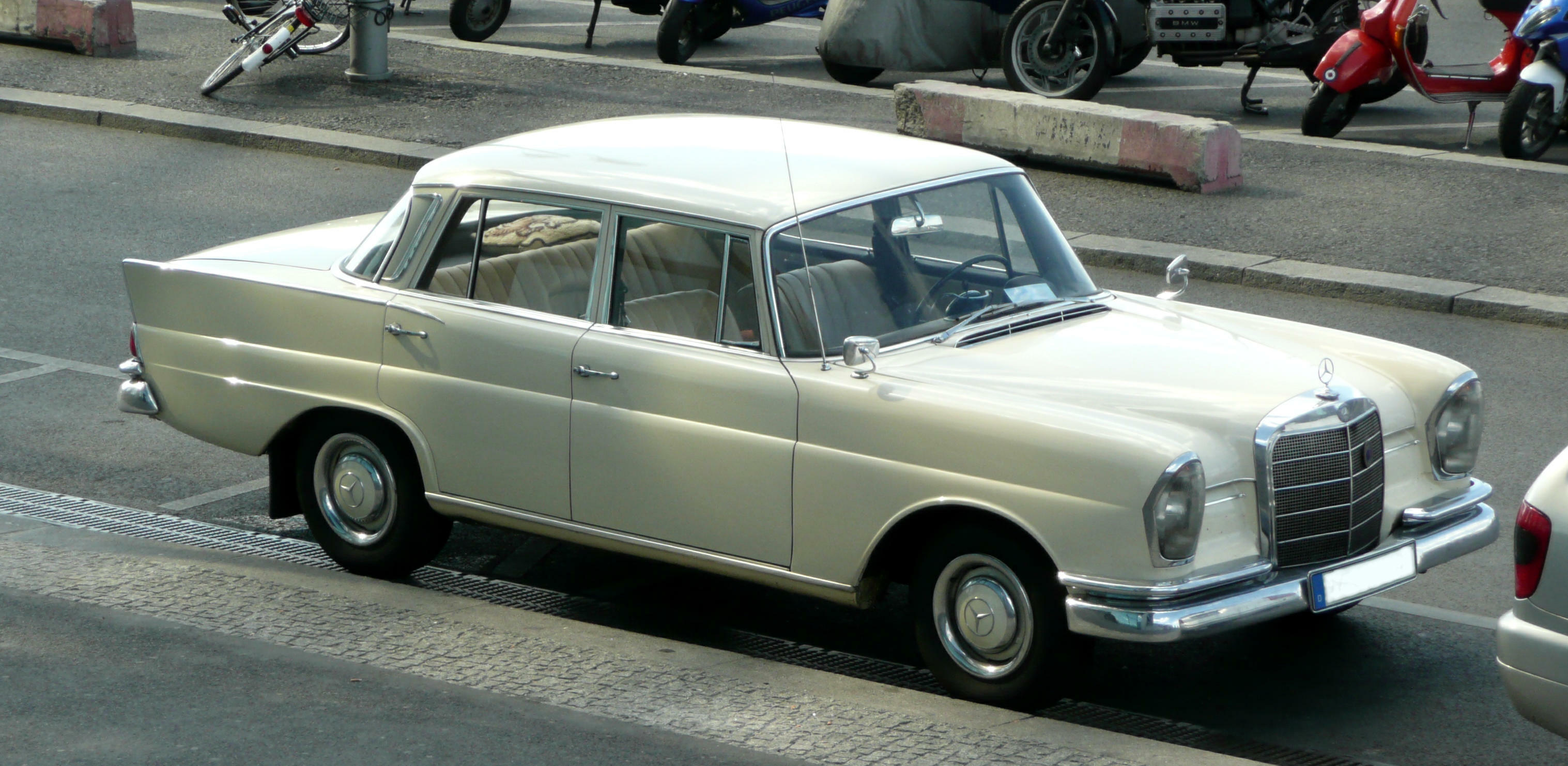 Mercedes benz 220s information and photos momentcar for Facts about mercedes benz