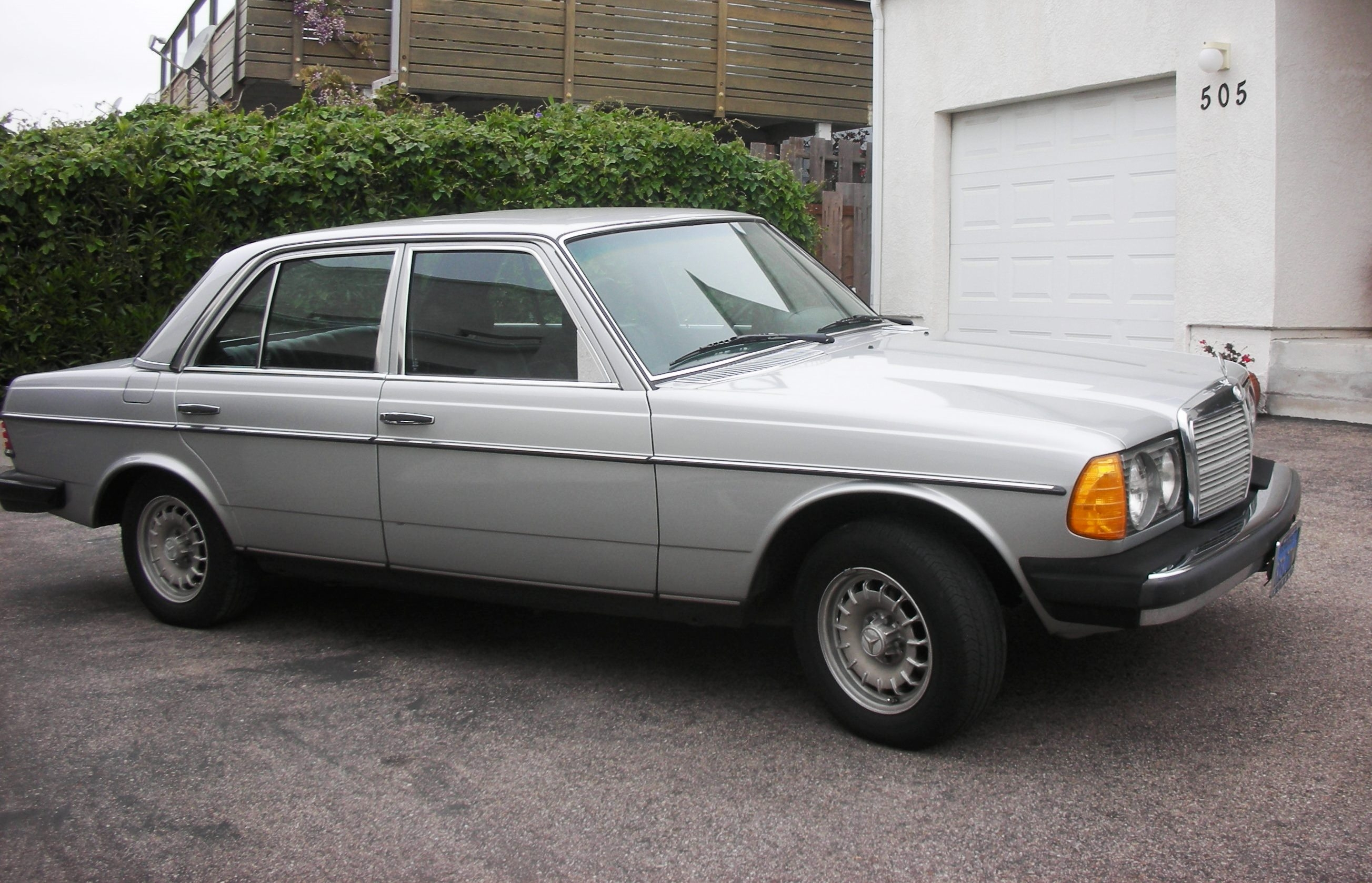 1980 mercedes benz 300d information and photos momentcar for 1980s mercedes benz