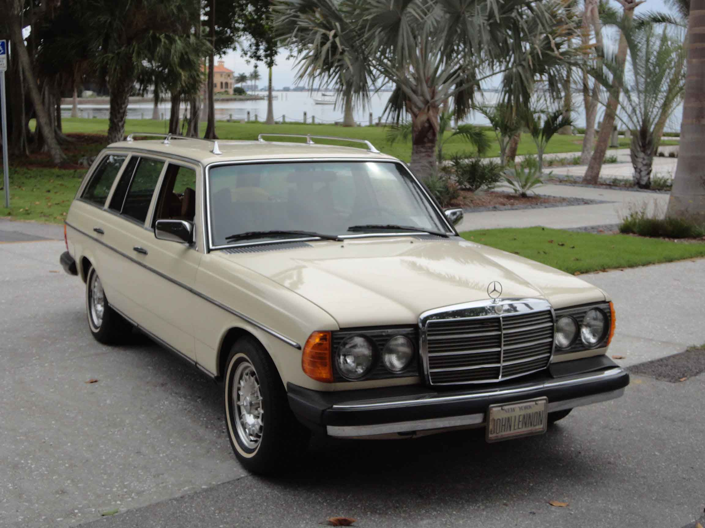 1980 mercedes benz 300td information and photos momentcar for Mercedes benz 300 td