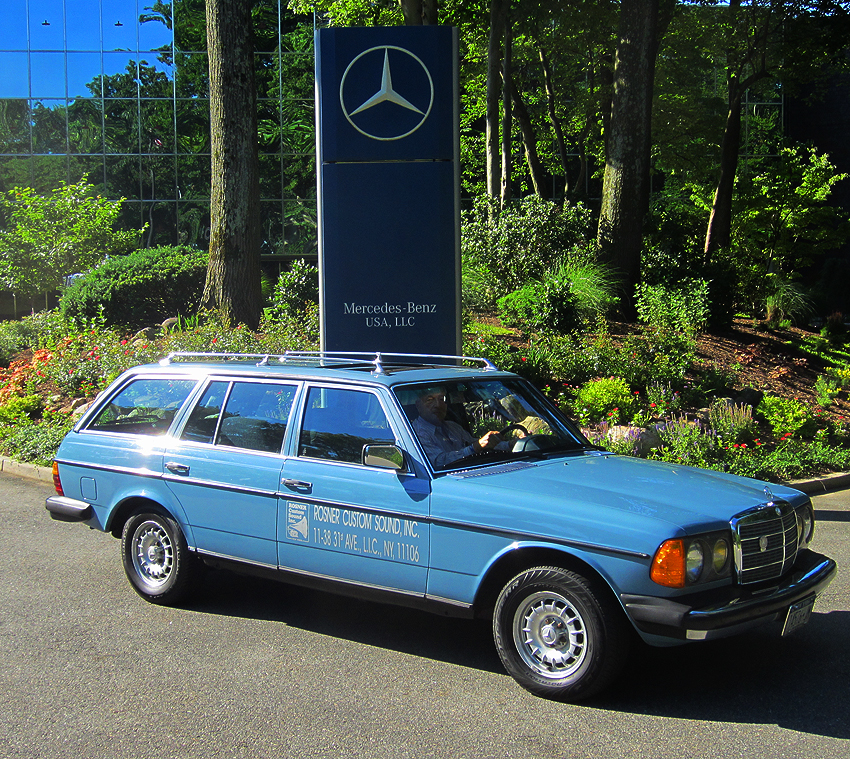 1981 mercedes benz 300td information and photos momentcar for Mercedes benz 300 td