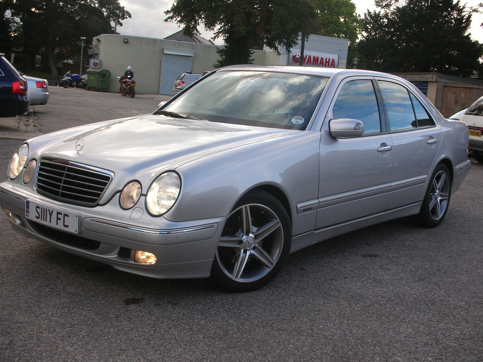 2001 mercedes benz e class information and photos for Mercedes benz s class 2001