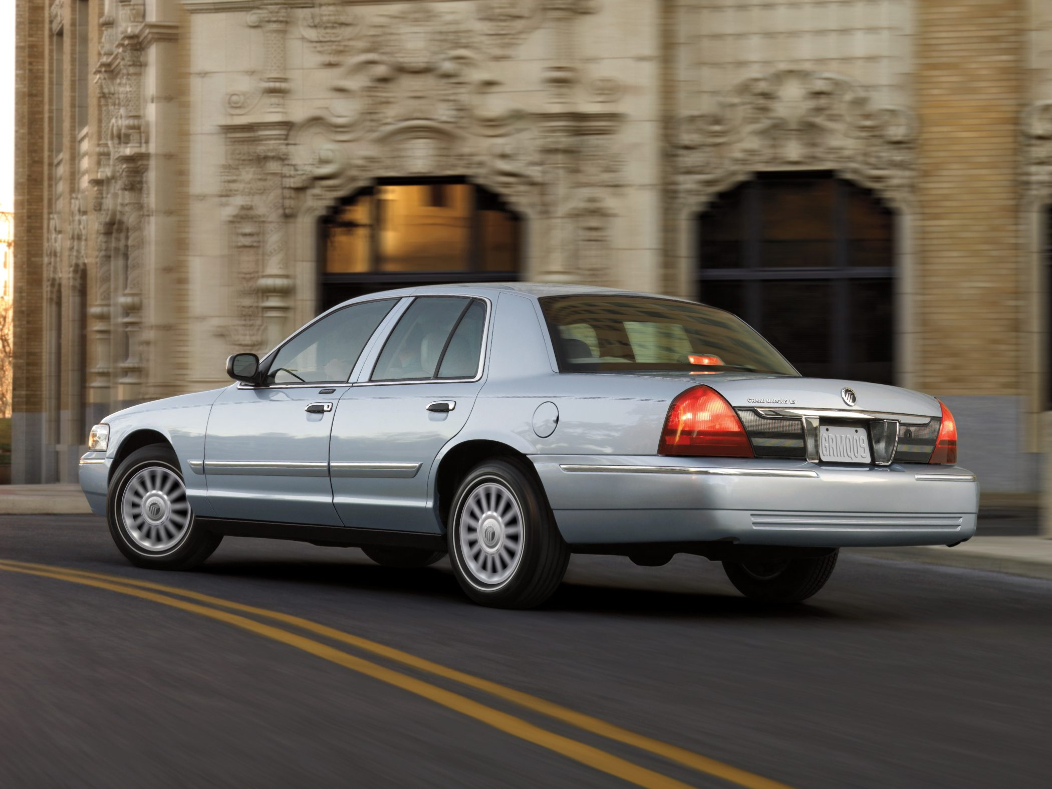 2010 Mercury Grand Marquis Information And Photos