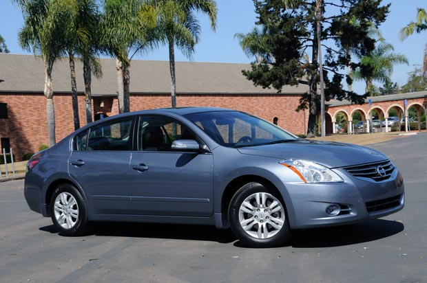 2010 nissan altima information and photos momentcar. Black Bedroom Furniture Sets. Home Design Ideas