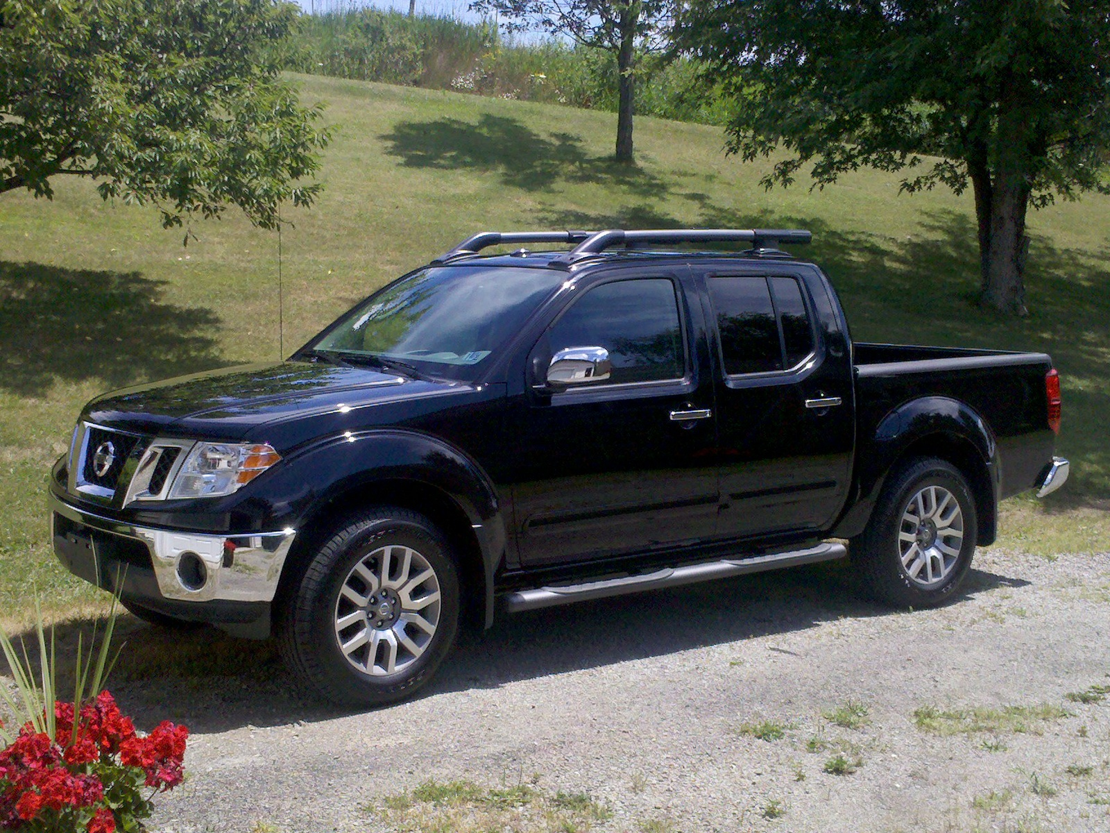 nissan frontier information and photos momentcar. Black Bedroom Furniture Sets. Home Design Ideas