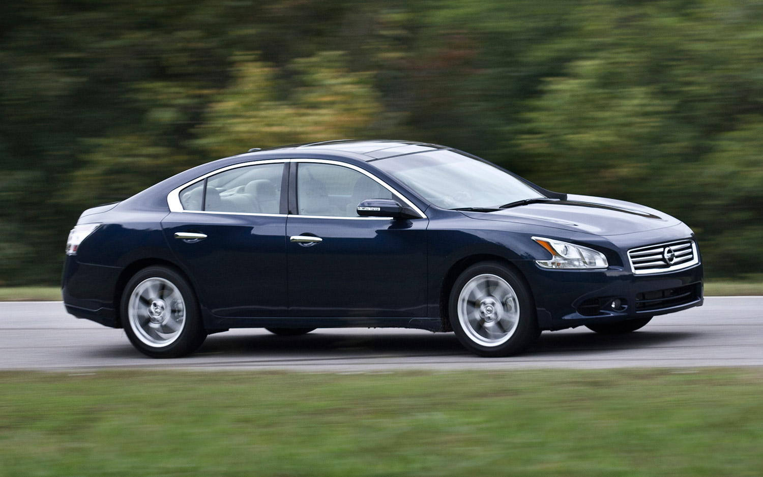 2013 nissan maxima information and photos momentcar. Black Bedroom Furniture Sets. Home Design Ideas