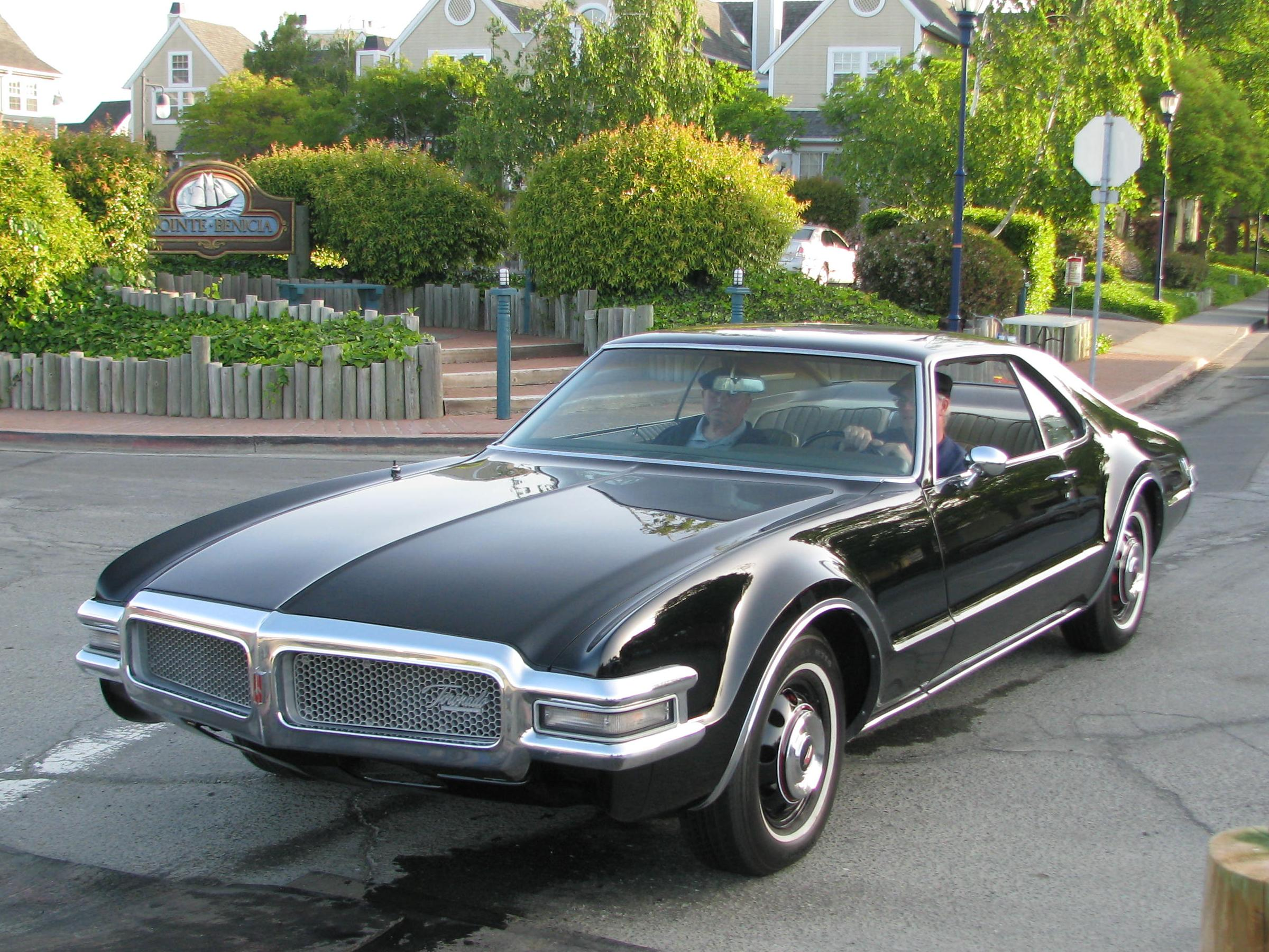 Oldsmobile Cars: Information And Photos