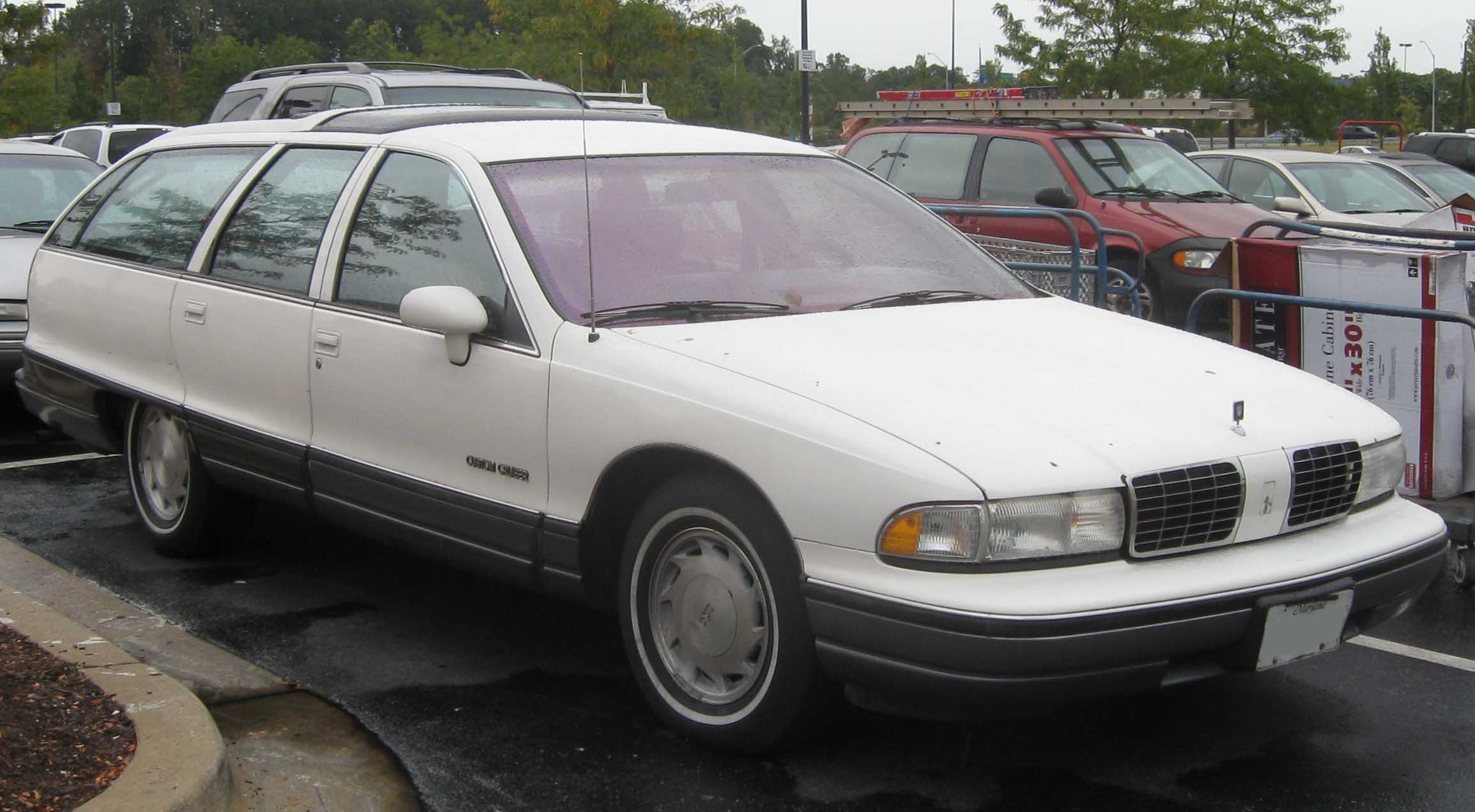 Oldsmobile Custom Cruiser #15