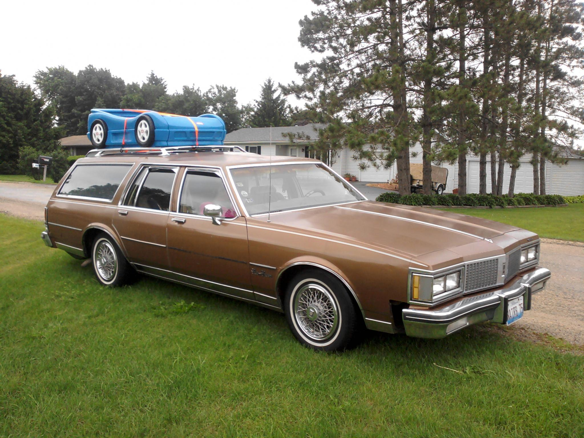 Oldsmobile Custom Cruiser #9