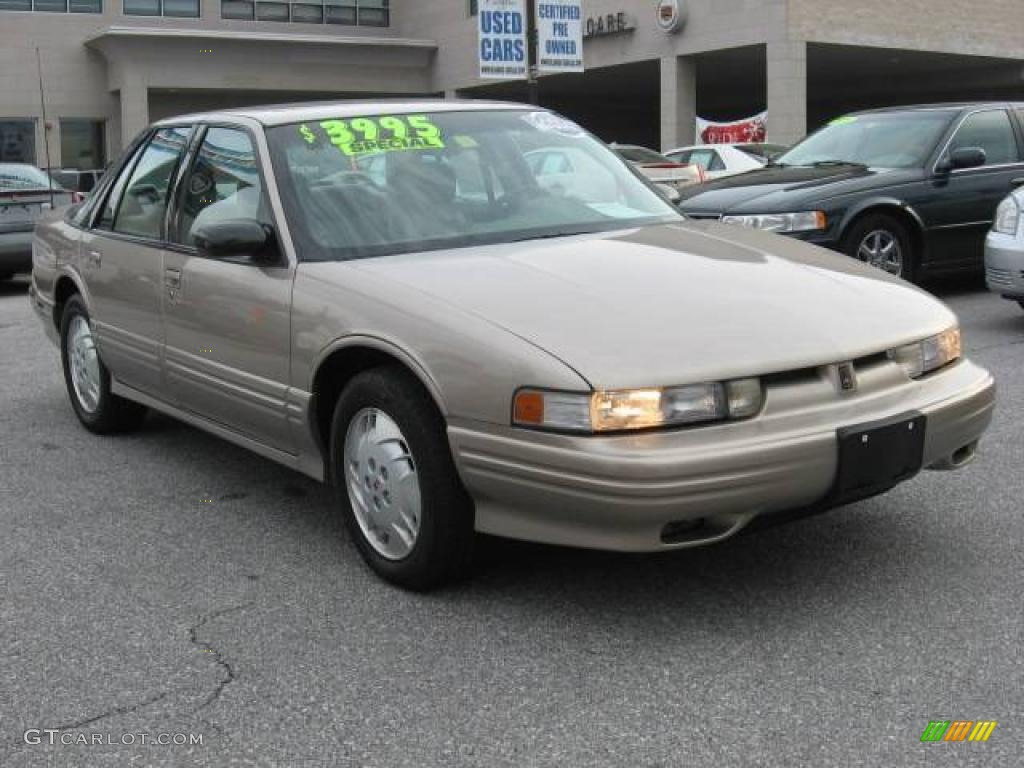Toyota Premier Car >> 1997 Oldsmobile Cutlass Supreme - Information and photos - MOMENTcar