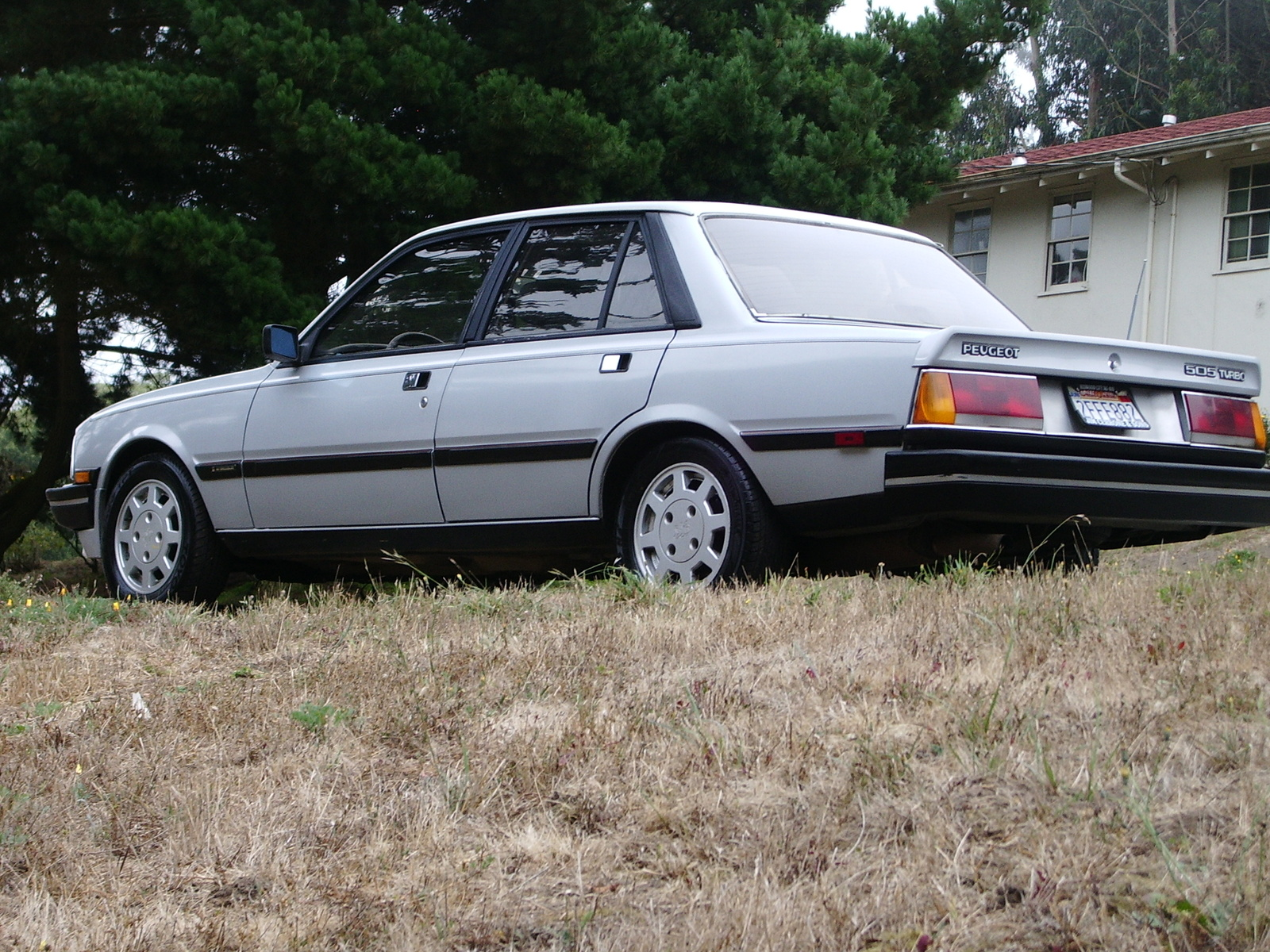 File:1987 Peugeot 505 Turbo S, left front (US).jpg - Wikimedia Commons