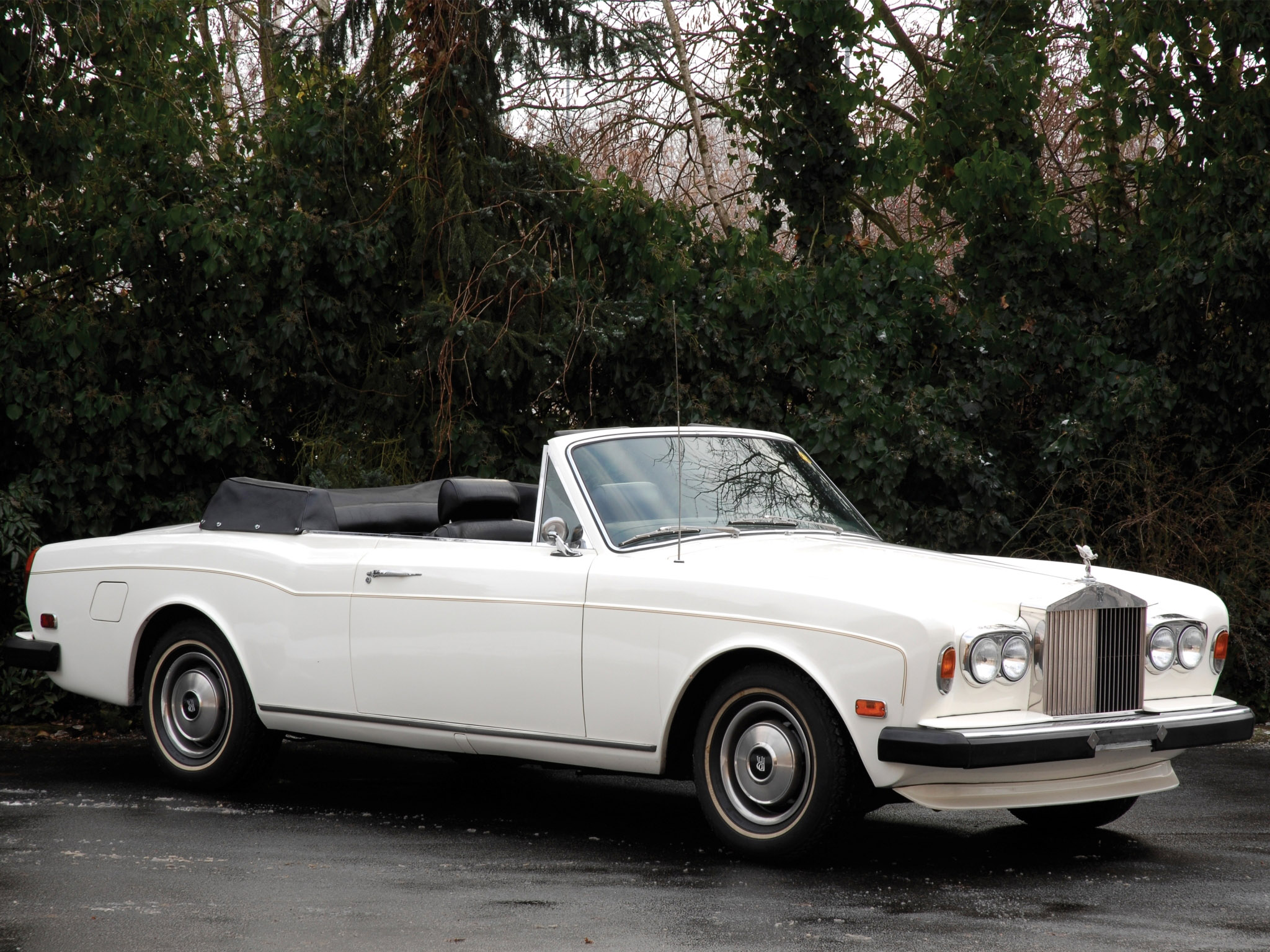 1982 Rolls-Royce Corniche - Information and photos - MOTcar