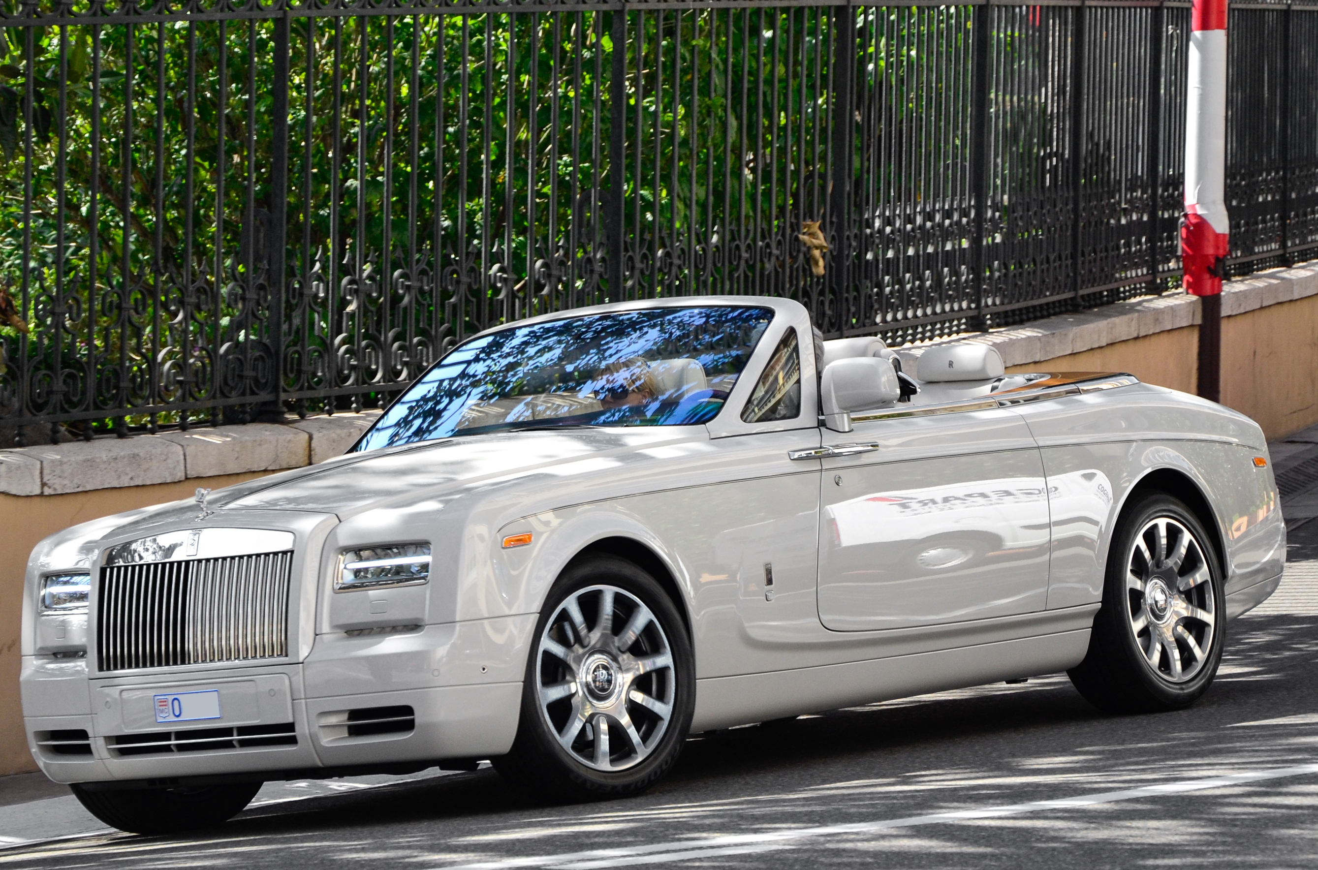 Rolls-Royce Phantom Drophead Coupe Base #1