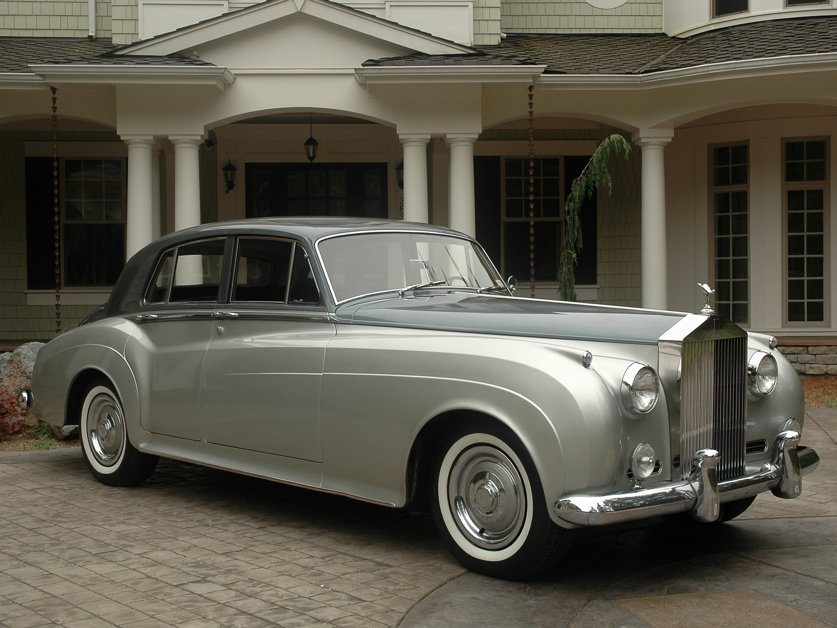 rolls royce silver cloud ii information and photos. Black Bedroom Furniture Sets. Home Design Ideas