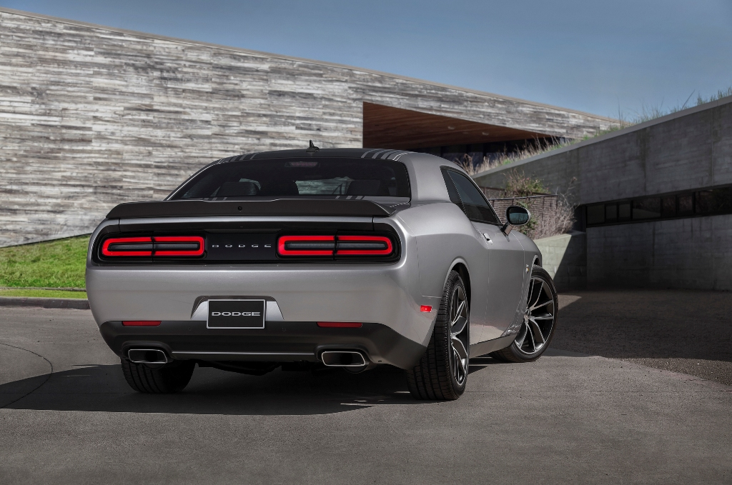 This Silver Dodge 2015 Challenger redesigning the sense of modernity #8