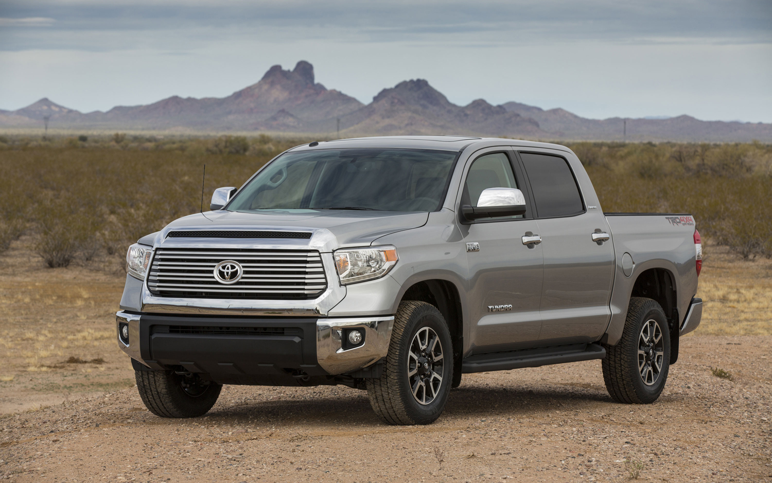 Toyota 2014 Highlander encapsulating Comfort and reliability #3