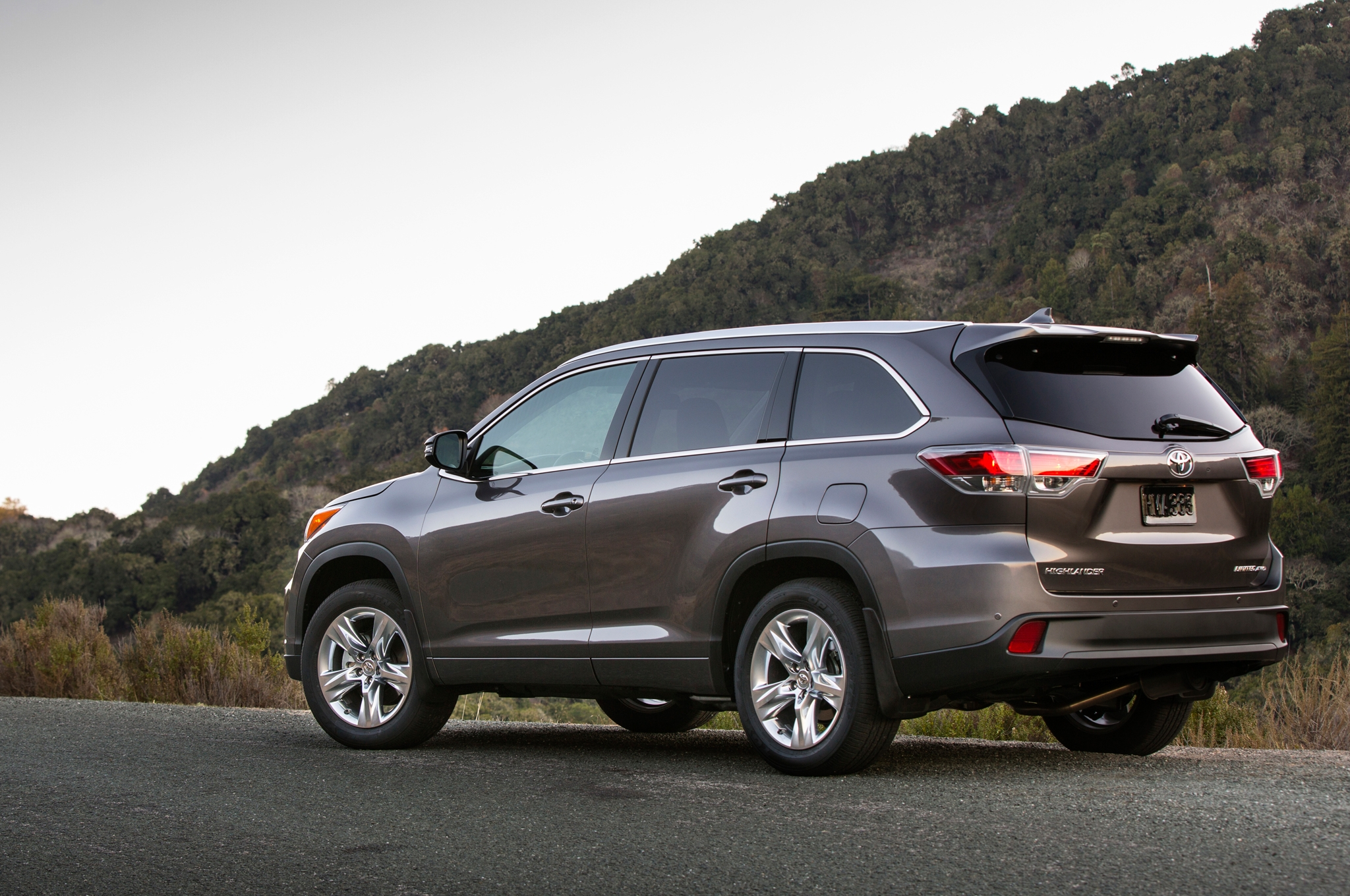 Toyota 2014 Highlander encapsulating Comfort and reliability #8