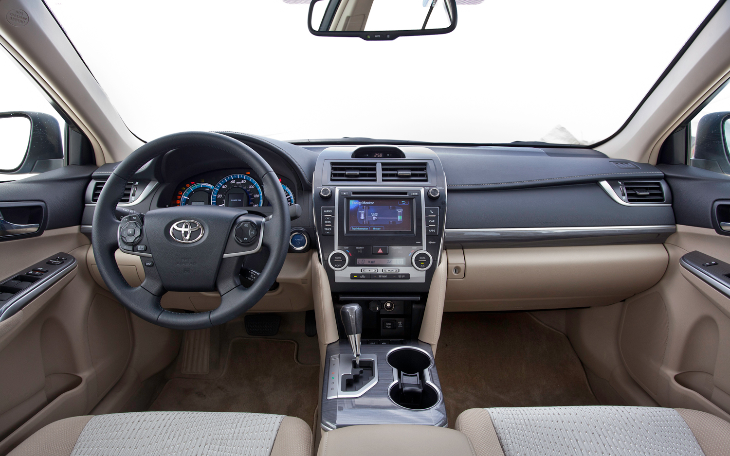 Toyota Camry XLE #30