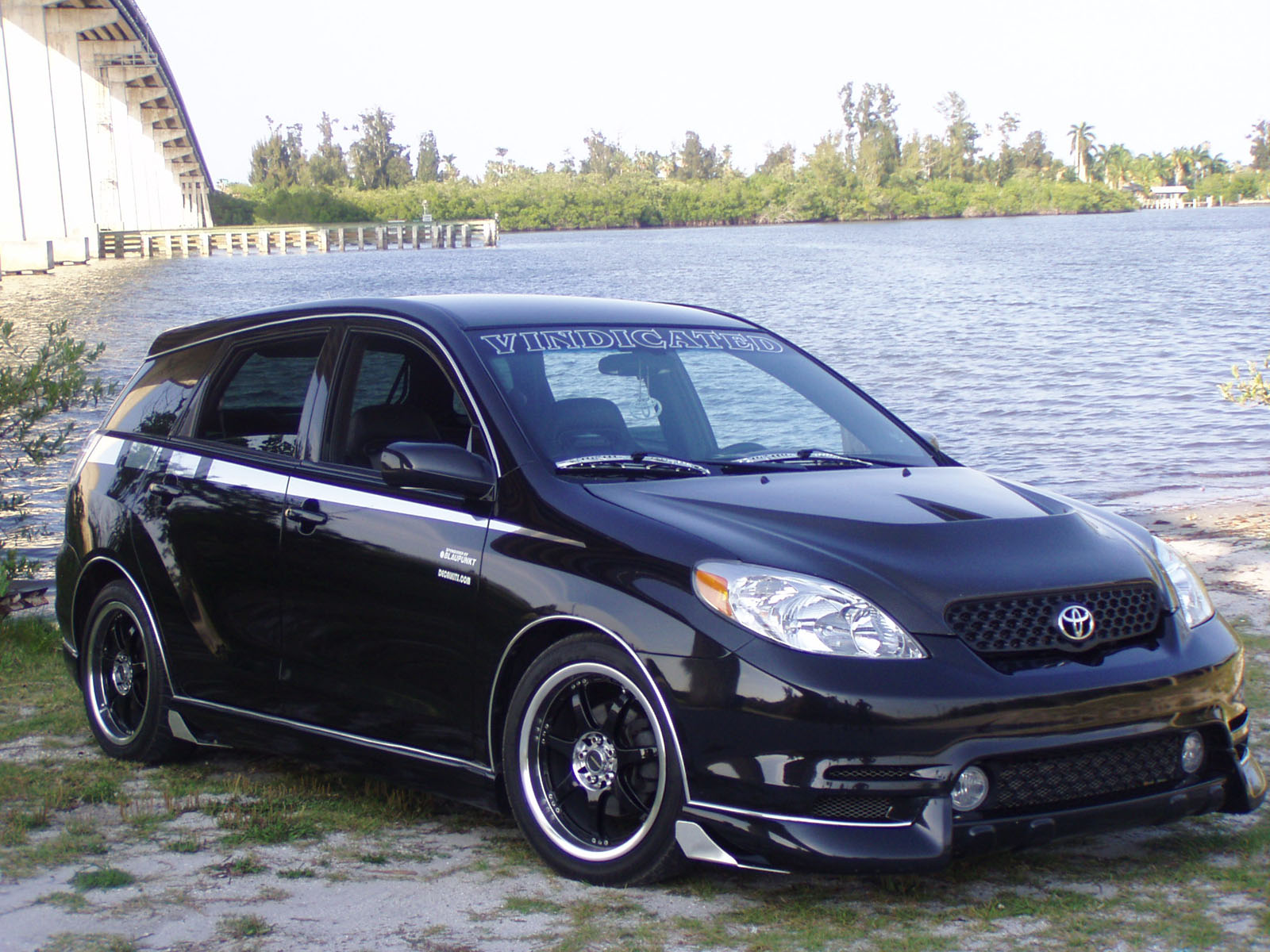 2004 toyota matrix information and photos momentcar. Black Bedroom Furniture Sets. Home Design Ideas