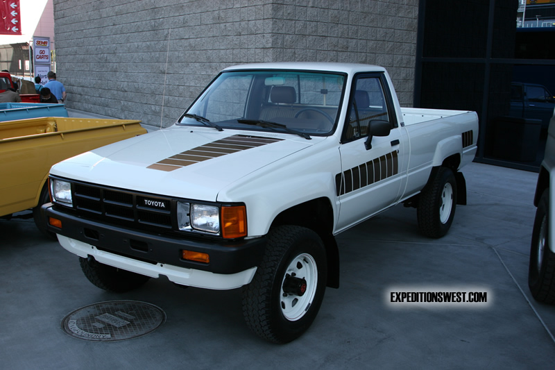 1984 Toyota Pickup - Information and photos - MOMENTcar