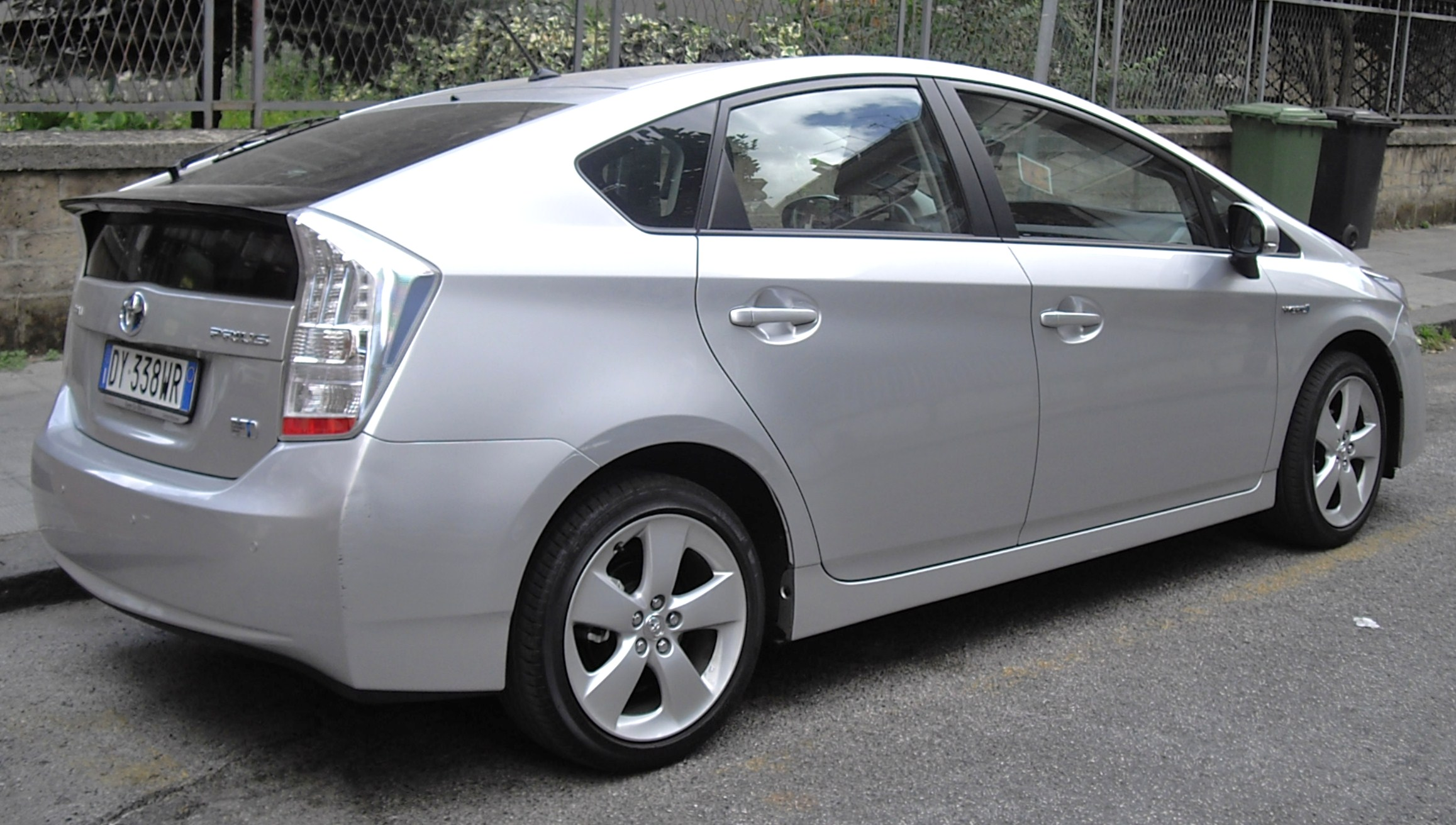 2010 toyota prius information and photos momentcar. Black Bedroom Furniture Sets. Home Design Ideas