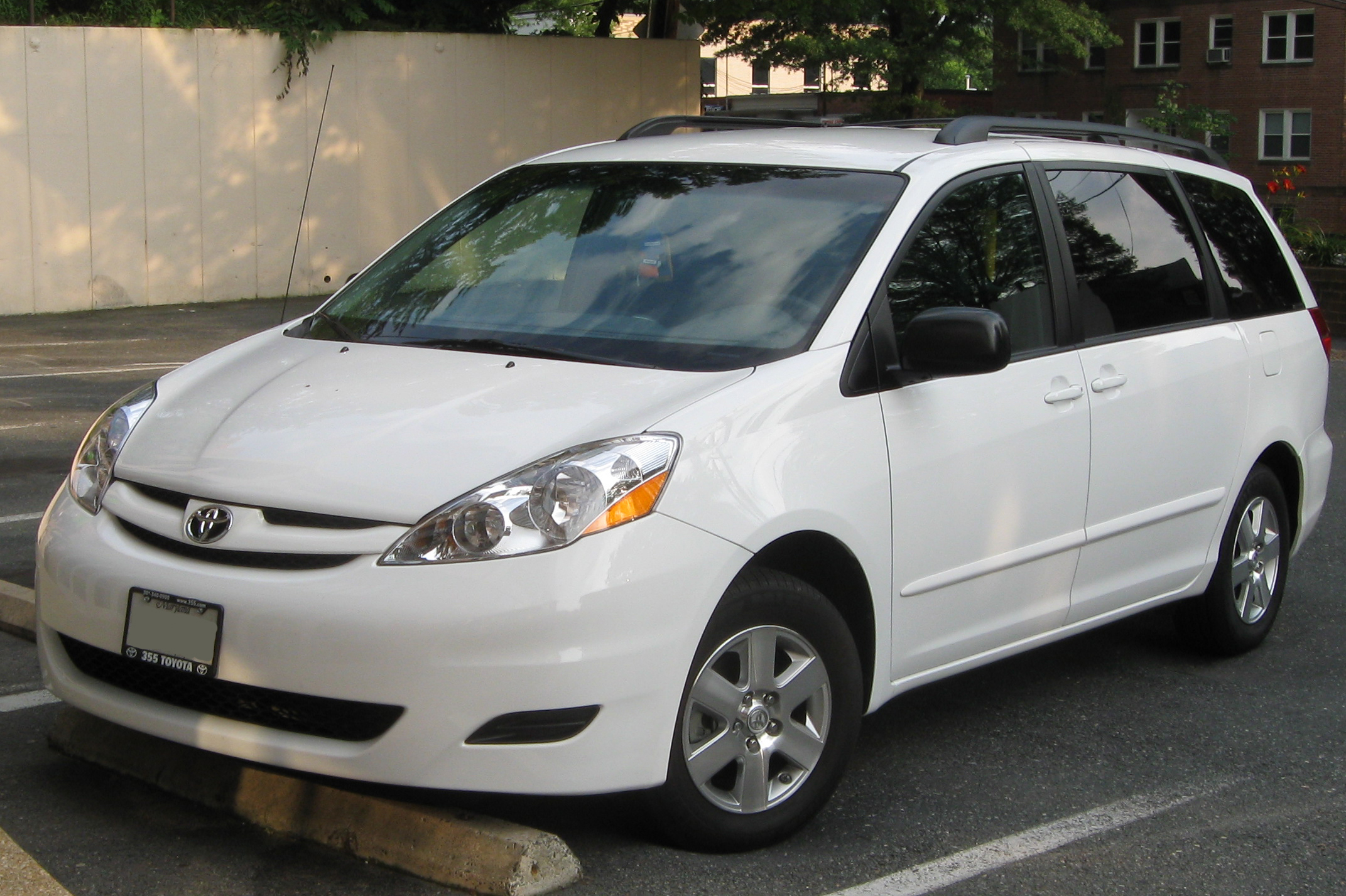 2010 Toyota Sienna - Information and photos - MOMENTcar